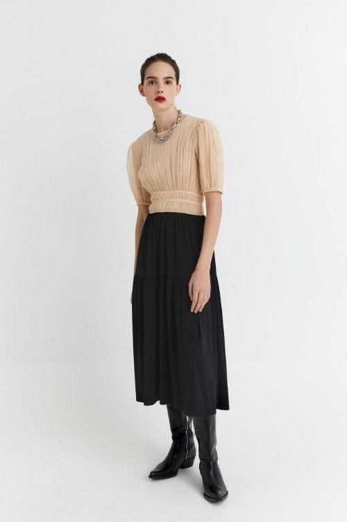 Vestido de punto con cuello caja y mangas abullonadas