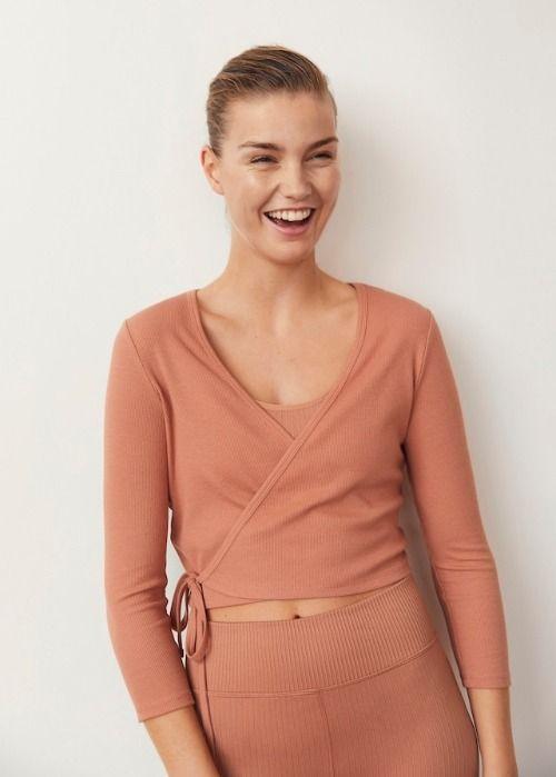 Colección Actiwear de Mango - Camiseta cruzada con cierre de lazo lateral