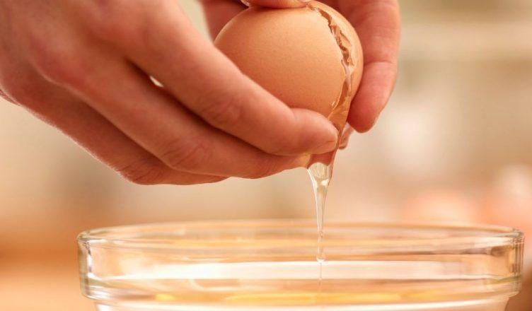 Esta es la mejor mascarilla de clara de huevo para hidratar la piel por la noche