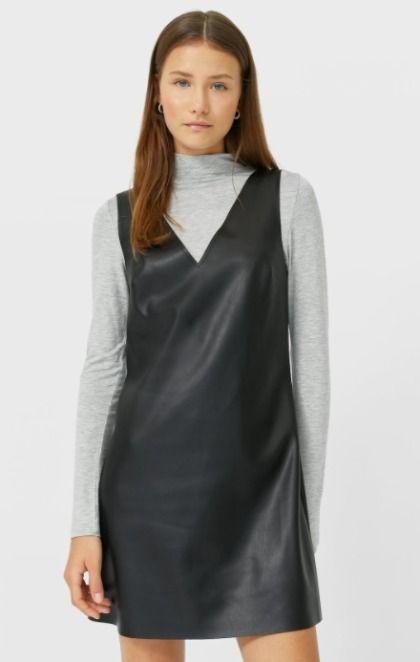 Vestido estilo pichi efecto piel en color negro