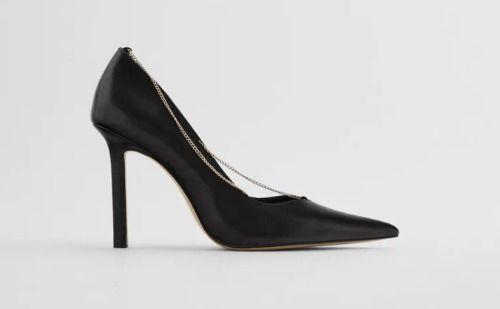 Zapatos negros de piel con cadena dorada