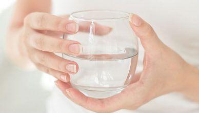 Beneficios de tomar agua caliente