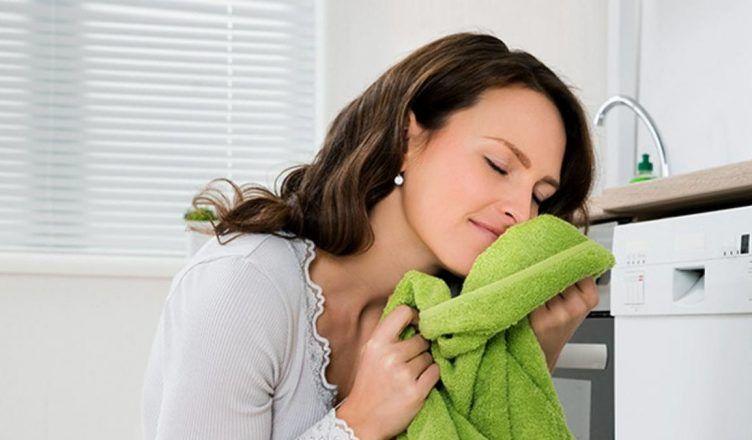 Los mejores trucos para que la ropa huela a suavizante